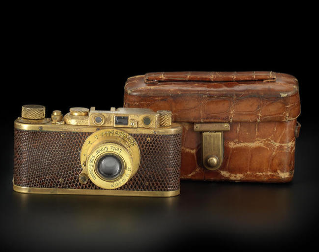 leica up for auction